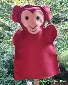 O fantoche do macaco bugio faz parte da coleção bichos da minha serra, e entrou na coleção, pois percebemos que sua preservação é muito importante, muitos foram mortos pois a população com medo, acredita que ele seja transmissor da febre amarela, quando muito pelo contrário, ele é um sentinela importantíssimo!